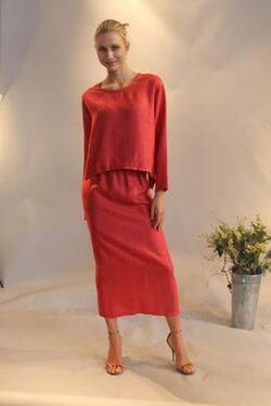 Simple and elegant Linen top and pants. This combination is perfect for a nice walk around town.